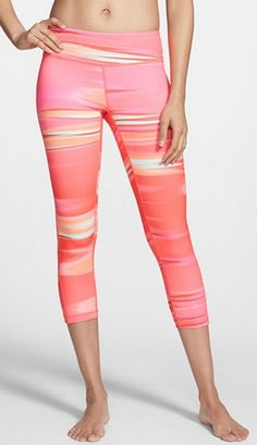 Such pretty leggings for working out in http://rstyle.me/n/hea7hnyg6