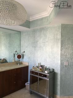 Here's Cheryl Phan's free tutorial on how to paint a textured metallic wall finish. This faux finish makes a gorgeous feature wall and it's easy to DIY! Concrete Paint Colors, Painting Concrete, Concrete Wall, Faux Finishes For Walls, Faux Walls, Wood Walls, Faux Painting Techniques, Paint Techniques Wall, Metallic Paint Colors