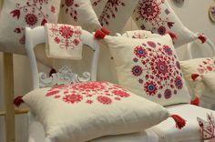 Handmade embroideries by Mira Bodiroza Lind. Exhibited at the Swedish Design and Interior Fair Formex. | Broderat för hand, fantasifullt och mycket stilsäkert, från MB Design. (Foto Kurbits)