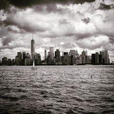 2015 Isla de Manhattan. Nueva York. EEUU. . . #manhattan #newyork #skyline  #blackandwhite #bw #bnw #blackandwhitephotography #bnw_society #blackandwhitephoto #blackwhite #bn #blancoynegro #bw_photooftheday #bnw_greatshots #bnw_demand #bnwmood #bnwphotography #fineartphotography #bnw_city #bnw_magazine #bnw_madrid #bnw_one #blackandwhitechallenge #bnw_photography #bnwplanet #addicted_to_bnw #elegant_bnw #dm_photolife_bnw