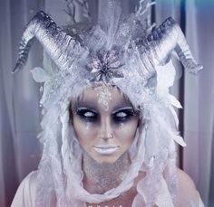 Ideas The Ice Witch - Diy Make up Ideen - Makeup Yeux Halloween, Halloween Looks, Halloween Face Makeup, Demon Halloween Costume, Halloween Horror, Easy Halloween, Sfx Makeup, Costume Makeup, Makeup Art