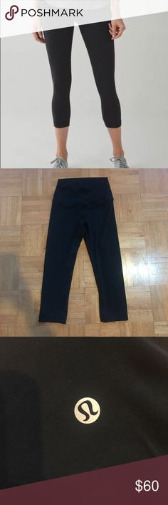 Lululemon Cropped Yoga Pants Like New Size 4, SO comfy and cute I just have way too many yoga pants! Only worn once, open to offers! lululemon athletica Pants Leggings