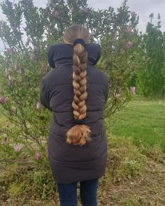"""long hair beauty on Instagram: """"@my_fascinating_hair 😍 Such a thick braid! 😮😮😮 All her pictures: #rf_my_fascinating_hair #goldenhair #realliferapunzel #haircascade…"""" Real Life Rapunzel, Thick Braid, Golden Hair, Long Braids, Hair Beauty, Long Hair Styles, Long Bobs, Instagram, Pictures"""