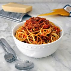 Try this hearty and traditional Italian bolognese sauce over your favorite pasta.  You will love its deep and rich flavor! Cooking with Manuela: Traditional Italian Bolognese Sauce - Ragu' alla Bolognese #recipe #Italian #pasta #sauce