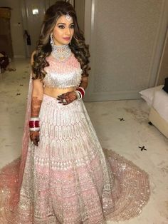 17 Populer Hairstyle On Gown For Indian Wedding 123 Best Lehenga Colour Combinations For Winter Brides Bridal hairstyle kpop Haircut trends Check Wedding Reception Hairstyles, Bridal Hairstyle Indian Wedding, Indian Wedding Hairstyles, Indian Wedding Outfits, Bridal Outfits, Bridal Dresses, Dress Wedding, Lehenga Wedding, Lehenga Hairstyles