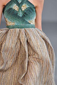 Peter Pilotto Spring 2012 - a microscopic look Fashion Details, Love Fashion, High Fashion, Fashion Design, Couture Fashion, Runway Fashion, Givenchy, Balenciaga, Valentino