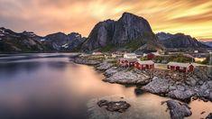 Norwegia, Lofoty, Wyspa Moskenesoya, Wieś Reine, Morze Norweskie, Domy, Góry, Zachód słońca