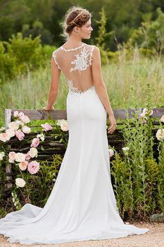 (Foto 3 de 23) Detalle de la espalda efecto tattoo de este vestido de novia para una boda rústica, Galeria de fotos de Trajes de novia bohemios para una boda campestre