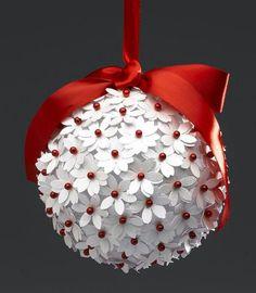 Sur une boule en mousses..épingler 2 fleurs par tête dnépingle rouge..