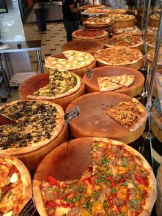 Great pizza restaurant near Capitol Hill - owned by a Top Chef - TALLOS DE TRONCOS Y NOMBRES DE LAS PIZZAS EN C/U, ME GUSTO ME GUSTO