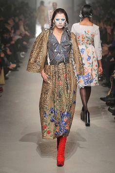 [No.76/104] Vivienne Westwood Gold Label 2013~14秋冬コレクション | Fashionsnap.com