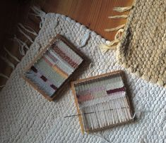 wee weaving would make fab tiny rugs Pin Weaving, Weaving Art, Tapestry Weaving, Loom Weaving, Weaving Projects, Craft Projects, Diy Laine, Art Du Fil, Arts And Crafts
