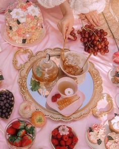 Picnic Date, Summer Picnic, Comida Picnic, Aesthetic Food, Aesthetic Outfit, Cute Food, Afternoon Tea, Cake, Tea Party