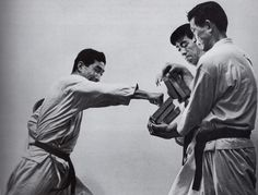 Here is Sensei Nishiyama breaking And Sensei Kanazawa and Sensei Okazaki holding . A beautiful photo of them in there youth. Fight Techniques, Senior Student, Shotokan Karate, Hermosa Beach, Beach Yoga, Army Soldier, Hand Art, California Usa, Looks Cool