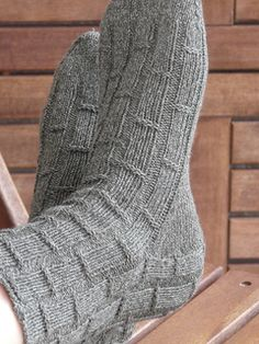 This easy rib pattern is quick to knit. It's ideal for men's socks, as it knits quickly, but isn't boring.