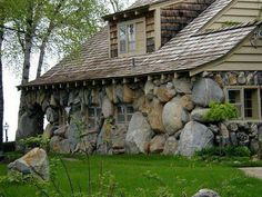 I Love Unique Home Architecture. Simply stunning architecture engineering full of charisma nature love. The works of architecture shows the harmony within. Stone Cottages, Cabins And Cottages, Stone Houses, Cordwood Homes, Stone Cabin, Stone Masonry, Stone Facade, Mushroom House, Natural Homes