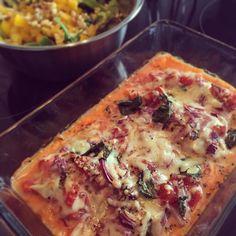 Italienisches Hühnchenfilet mit frühlingshaftem Walnuss-Pinienkern-Salat  Bitte noch einen Teller  Sehr sehr delikat  und natürlich #glutenfrei  da merkt man die Qualität von @Edeka sofort  Ganz eindeutig #mitgemacht - Rezept gibt's in den Kommentaren  Lässt es euch schmecken #cleaneating #foodlover #power #saturdaynight #leancleanmarch #lowcarb #dinner #fitness #foodporn #foodblogger #foodoftheday #glutenfree by behealthy_belucky