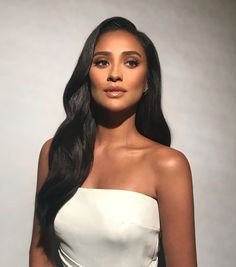 Shay Mitchell serving looks all 2019 Loewe at Paris Fashion Week Spring 2019 Runway Hair Inspiration - Sophisticated Hairstyles Ariel Makeup, Glam Makeup, Hair Makeup, Classy Makeup, Beauty Make-up, Beauty Hacks, Hair Beauty, Shay Mitchell Makeup, Shay Mitchell Style