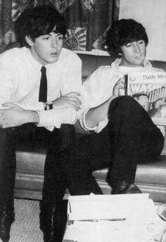 Paul McCartney and John Lennon The Beatles 1, Beatles Band, Beatles Photos, John Lennon Beatles, Alli Simpson, Old Married Couple, John Lennon Paul Mccartney, Richard Starkey, Fandoms