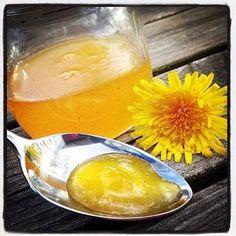 Maskrosmarmelad Receptet ger ca. 4 dl marmelad Ingredienser: 5 dl gula maskros kronblad1 citron, skal och saft1 vaniljstång4 dl vatten3 dl syltsocker Instruktioner: 1. Plocka maskrosor…