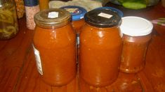 This pumpkin tomato chutney is really wonderful. It is full of fruity flavors, gets its sting from a little dried powder of the Carolina Reaper, the hottest chilli in the world (June and it can be used to accompany virtually any savory dish. Tomato Chutney, Savoury Dishes, Hot Sauce Bottles, Salsa, Pumpkin, Canning, Recipes, Food, Pumpkins