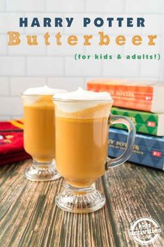 Harry Potter Butterbeer is easy to make at home with just four ingredients! Kids and adults adore this sweet drink! Harry Potter Bday, Harry Potter Food, Fun Drinks, Yummy Drinks, Holiday Drinks, Party Drinks, Beverages, Butterbeer Recipe, Beer Recipes