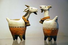Burro or . likes these fat ceramic goats with bells on Pottery Animals, Ceramic Animals, Clay Animals, Pottery Sculpture, Sculpture Art, Ceramic Clay, Ceramic Pottery, Goat Art, Paperclay