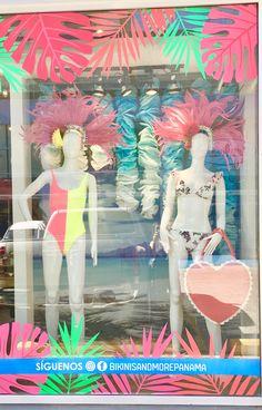 Diseño y confección de vitrinas/escaparates para tienda de Bikinis en Panama. www.rosacreativa.com Soluciones creativas para tu negocio Spring Window Display, Window Display Retail, Tropical Windows, Flower Shop Design, Clothing Store Design, Visual Merchandising Displays, Boutique Decor, Retail Store Design, Store Displays