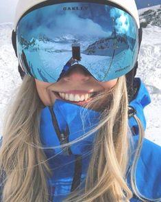 Winter in the Adirondacks – Enjoy the Great Outdoors! Snowboards, Mode Au Ski, Snowboarding Style, Snowboarding Women, Ski Bunnies, Snowboard Girl, Snowboard Pants, Ski Fashion, Arab Fashion