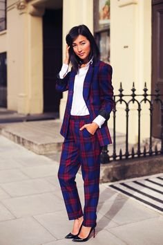 Nicole Warne in a #plaid suit