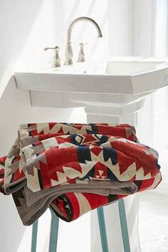 Pendleton Mountain Majesty Towel - Urban Outfitters