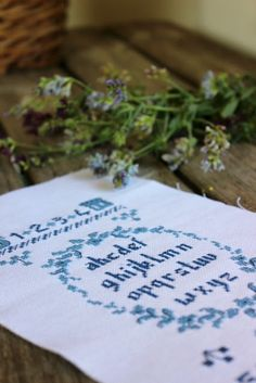 Shabby Chic, Tableware, Crafts, Free, Gentleness, Pretty, Embroidery, Dinnerware, Manualidades