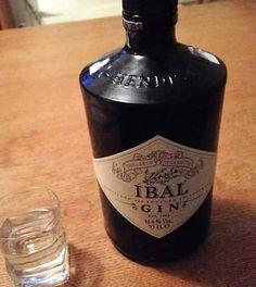 Fotka: Tento Ibalgin môžem Whiskey Bottle, Vodka Bottle, Food And Drink, Humor, Drinks, Funny, Clever, Random, Inspiration