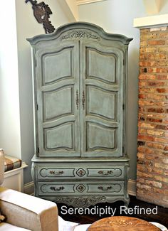 ASCP Armoire Cabinet Makeover Provence Dark Wax Exterior and French Linen Painted Interior. Paint Furniture, Furniture Projects, Furniture Makeover, Diy Projects, Dresser Makeovers, Chalk Paint Cabinets, Painting Cabinets, Provence Chalk Paint, Armoire Cabinet