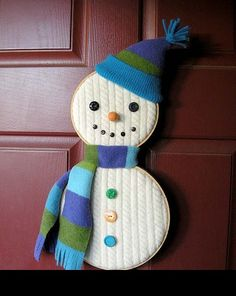 Snowman activities: Snowman craft: Use a cable knit old sweater or old blanket. Put quilt/cross-stitch hoops on the blanket then cut to fit hoops. Then decorate your snowman. Cute and EASY! Kids Christmas Ornaments, Christmas Snowman, Christmas Projects, Winter Christmas, Christmas Decorations, Snowman Door, Snowman Wreath, Felt Snowman, Christmas Christmas