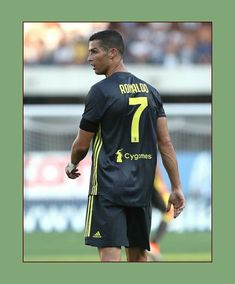 Debut oficial de Cristiano Ronaldo con la Juventus. Cristiano Ronaldo Manchester, Best Football Players, Professional Football, Manchester United, Real Madrid, The Unit, Baseball Cards, Sports, Hs Sports