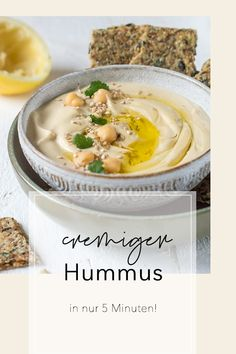 The PERFECT hummus is wonderfully creamy and at the same time light and airy. Forget about hummus you've bought. With this recipe, you can easily make the chickpea dip yourself, and it is as creamy & fluffy as never before. Pork Chop Recipes, Meatloaf Recipes, Fish Recipes, Asian Recipes, Ethnic Recipes, Vegetarian Breakfast, Vegetarian Recipes, Mets, Soul Food