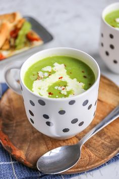 Soep met prei en doperwten - klaar in 30 minuten! - Lekker en Simpel Soup Recipes, Snack Recipes, Healthy Recipes, Snacks, Bio Food, Cup Of Soup, Kitchen Queen, Food Inspiration, Veggies