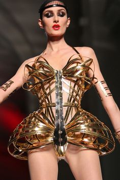 Paris Fashion Week Haute Couture Fall/Winter - Jean Paul Gaultier Show Punk Fashion, World Of Fashion, Fashion Art, High Fashion, Fashion Outfits, Womens Fashion, Fashion Design, Fashion Week Paris, Jean Paul Gaultier