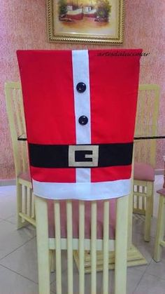 Resultado de imagem para cadeiras natal Christmas Chair, Christmas Crafts, Xmas, Chair Ties, Holidays And Events, Decoration, Home Crafts, Applique, Home Decor
