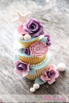 Pretty little beachy cupcake tower by Bella Cupcakes Pretty Cupcakes, Beautiful Cupcakes, Yummy Cupcakes, Sweet Cupcakes, Cupcake Art, Cupcake Cookies, Cupcake Towers, Macaroons, Cupcakes Flores
