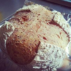 Pinを追加しました!/代替機のオーブンでカンパーニュ焼いてみました。  小さいオーブンなので、温度上がるのは早いけど、やっぱり温度が250℃より低いのかな?糖分なしだからか?焼き色が余り着かないですね #ルスドォル #春ゆたか #全粒粉 #campagne #加水率65 #overnight #ハードパン