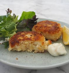 How to make an Easy Fish Cakes Recipe. This recipe is the perfect way to use up any leftover fish you may have. Both regular and Thermomix instructions included. Easy Fish Cakes, Fish Cakes Recipe, Easy Cake Recipes, Woolworths Food, Vegetable Chips, Cooking With Olive Oil, How To Cook Potatoes, Cooking Instructions, Cake Ingredients