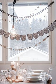 layered paper banners, winter table setting (Photo credit: Kaisa Palomaki @ No Home Without You) All Things Christmas, Christmas Time, Christmas Feeling, Xmas, White Christmas, Easter Table Settings, Winter Table, Decoration Christmas, Blog Deco