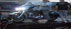 Mini explosion d'une Harley-Davidson sur un banc d'essai !