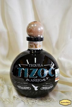 Tequila Tizoc Añejo, 100% agave, que significa que no ha sido enriquecido con otros azúcares distintos a los obtenidos del agave tequilana Weber variedad azul.