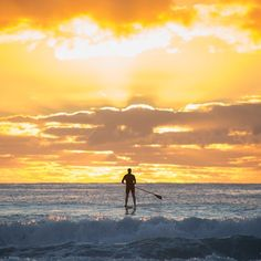 Everything seems bright ahead The Sound Of Waves, Sup Surf, Beach Images, Summer Dream, Surf Style, Sport Motivation, Surfs Up, Paddle Boarding, Life Is Good