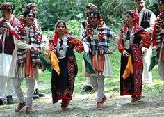 Traditional attire of Himachal Pradesh States Of India, Tribal People, Visit India, Folk Dance, Indian Heritage, Asian History, Married Woman, Half Saree, Muslim Women