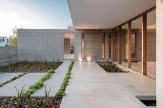 Amado Cattaneo Arquitectos Casa racionalista - Portal de Arquitectos Exterior Gris, Exterior Design, Interior And Exterior, Villa Design, House Design, Concrete Houses, Beach Villa, Art And Architecture, All Modern