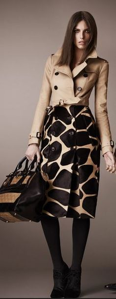 Gorgeous cropped trench look from Burberry Prorsum Pre-Fall 2013 Trent Coat, Cool Outfits, Fashion Outfits, Womens Fashion, Look Blazer, Unique Clothes For Women, Velvet Fashion, Burberry Prorsum, Beige